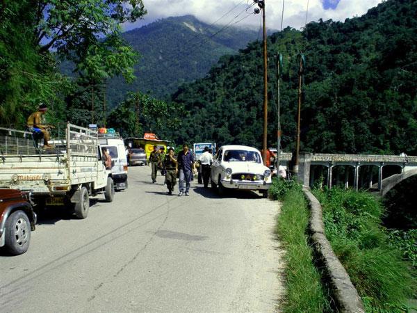 Reach Kullu By Road